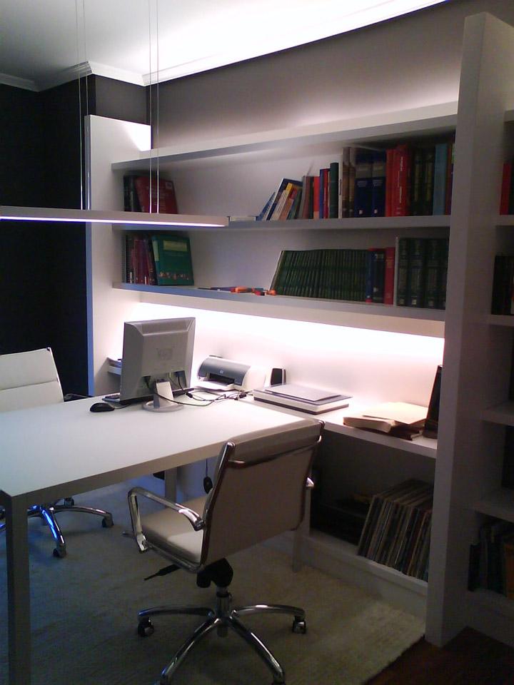 Detalle del despacho en una vivienda en Getxo