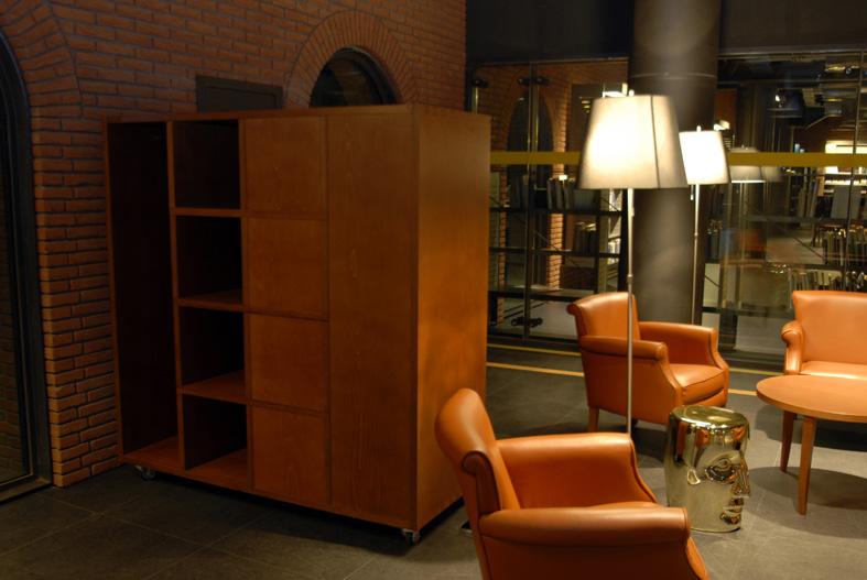 Mediateka Alhondiga - Azkuna Zentroa detalle mobiliario de madera