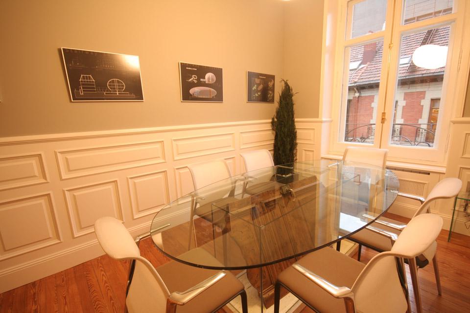 Asesoría Vizcaya, detalle panelado de la sala de reuniones