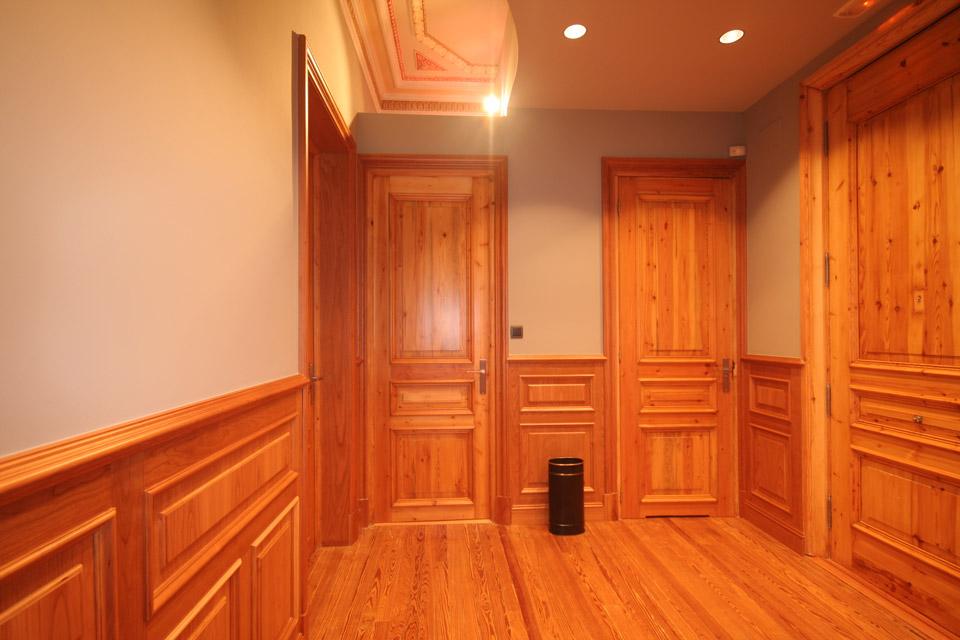 Asesoría Vizcaya, detalle de las puertas de madera