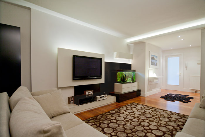 Mobiliario del salón en madera para vivienda en Algorta