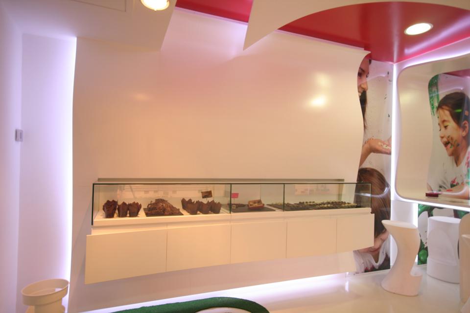 Detalle de los expositores en Pastelería Bochoco