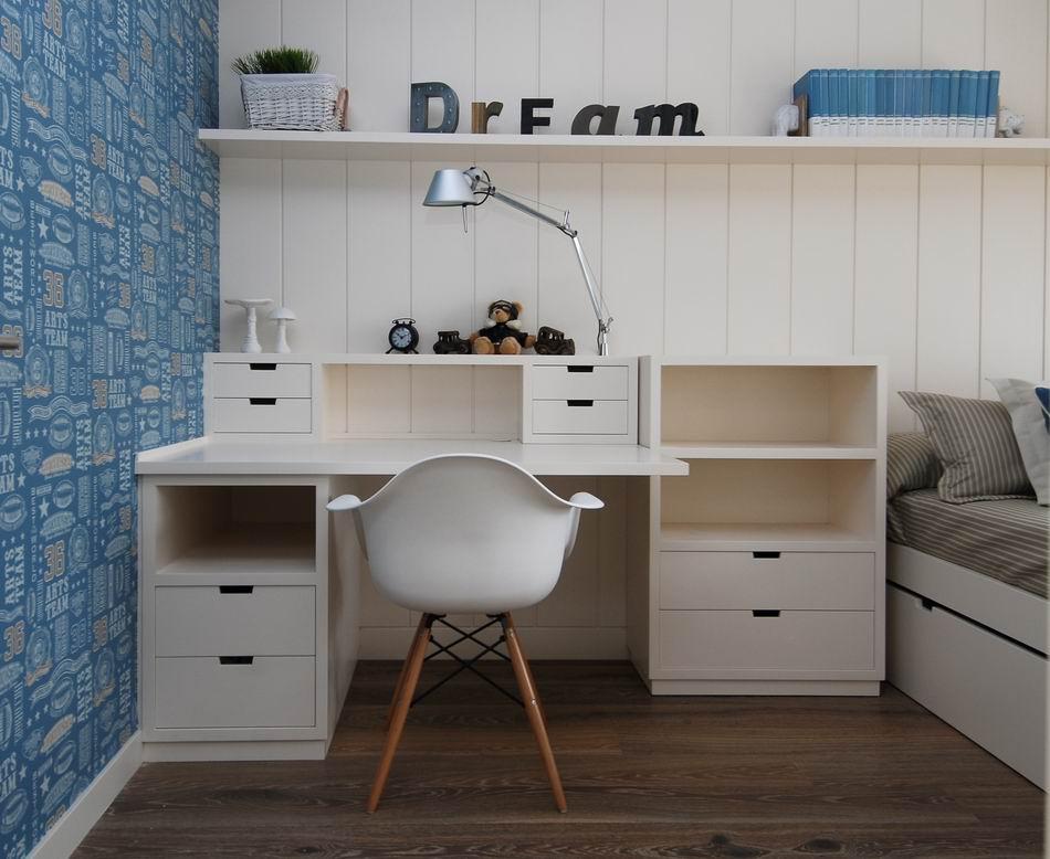 Desk: Detalle escritorio de madera, vivienda en Amorebieta