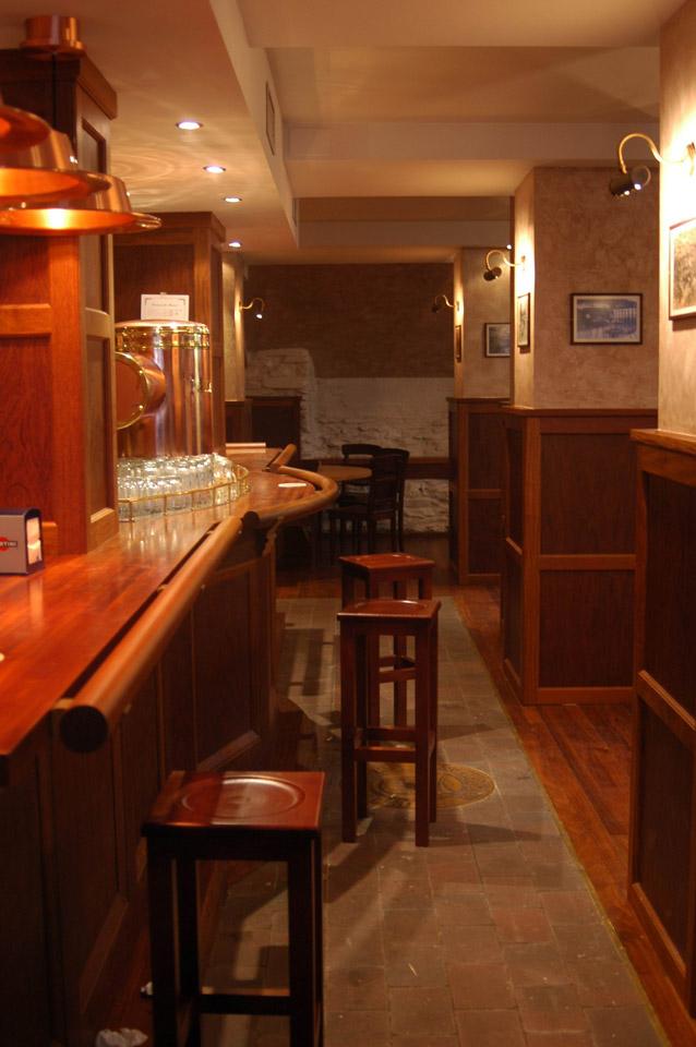 Bar Paulaner Munchen: Interior en madera