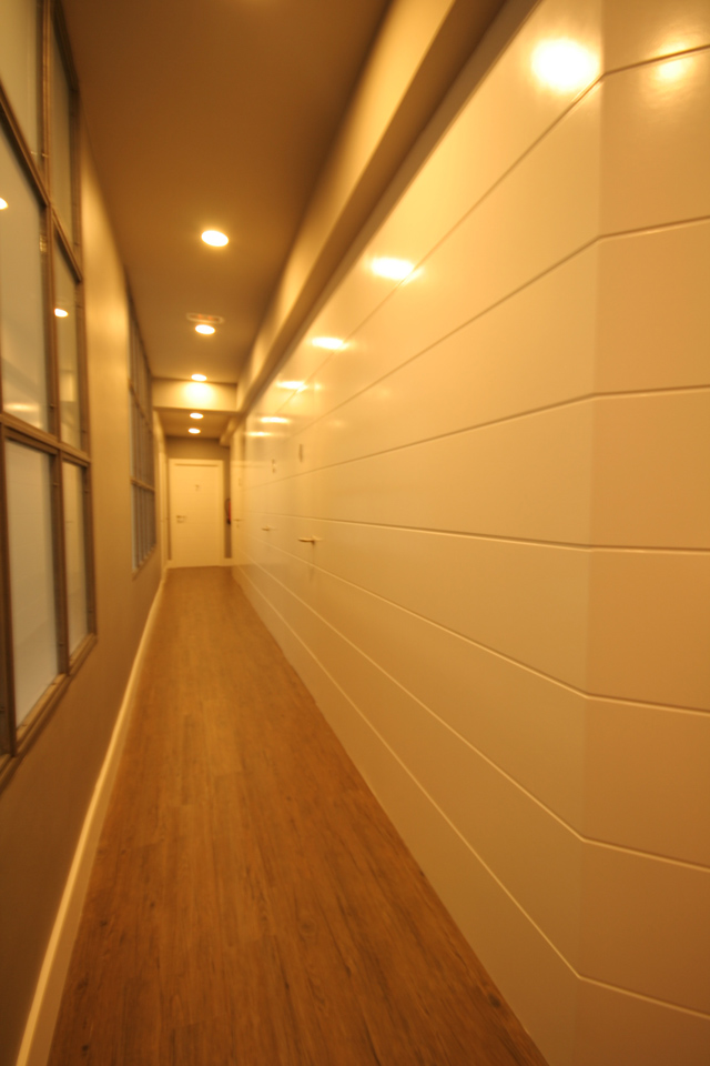 Detalle del pasillo en el Instituto Burmuin