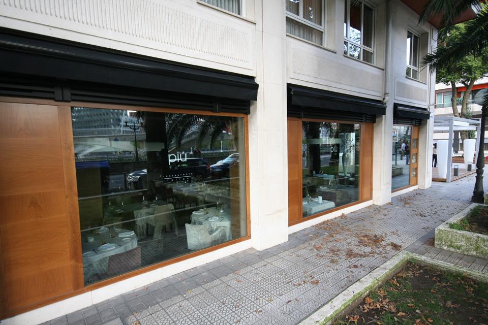 Exterior en madera Restaurante Piu Di Sua