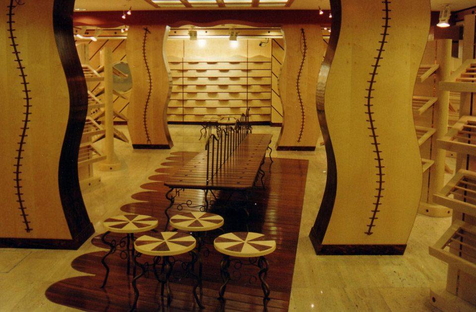 Interior en madera en Calzados Motila