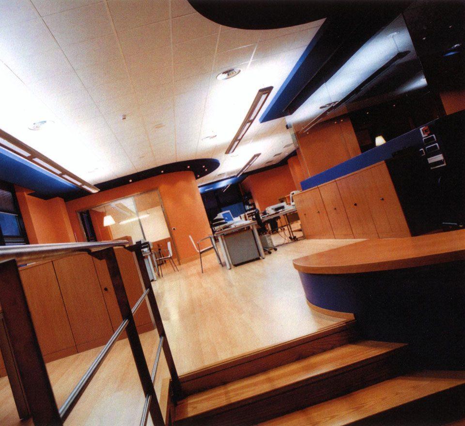 Oficina en madera de Irusoin Producciones