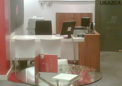Urazca Offices in Oviedo, use of zebrawood in furniture
