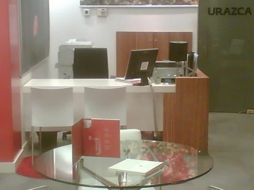 Oficinas Urazca en Oviedo, uso cebrano en mobiliario