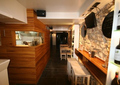 Use of iroko wood in Ardotegi Iturri bar in Tolosa