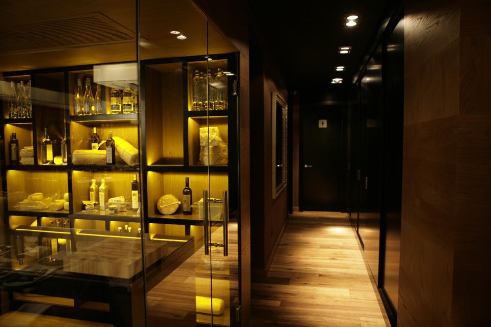 Vitrinas en madera Restaurante Piu Di Sua